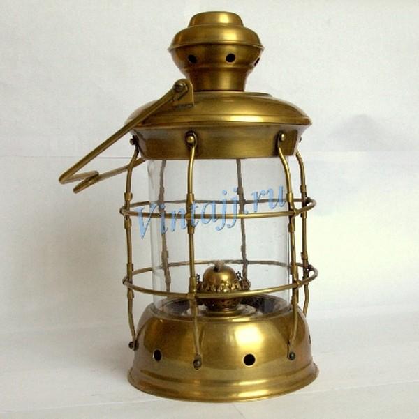 Керосиновый фонарь современного производства. судовой керосиновый фонарь, м